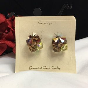 Vintage Jewelry - Vintage Aurora Borealis Cluster Clip-on Earrings